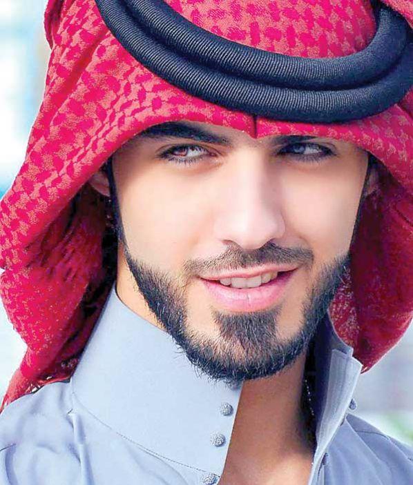 Hombre arabe soltero corriendo