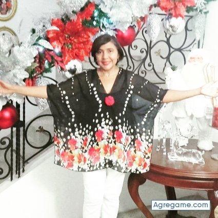 Mujer soltera Salvadorena me caracterizo kieras